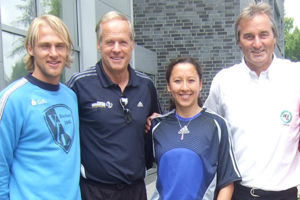 Marco Knoop auf dem Jugendtrainerkongress 2009, hier mit Horst Wein, Vanessa Martinez (FIFA) und Peter Schreiner