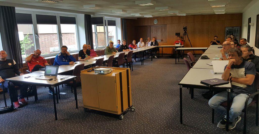 Im kleinen Seminarraum fanden die Präsentation mit Spezialthemen statt.