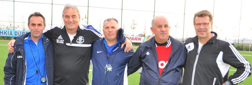 Willy Kaspers hier mit Peter Schreiner und U-Nationaltrainern aus dem Kosovo auf einem Camp in Durres (Albanien)