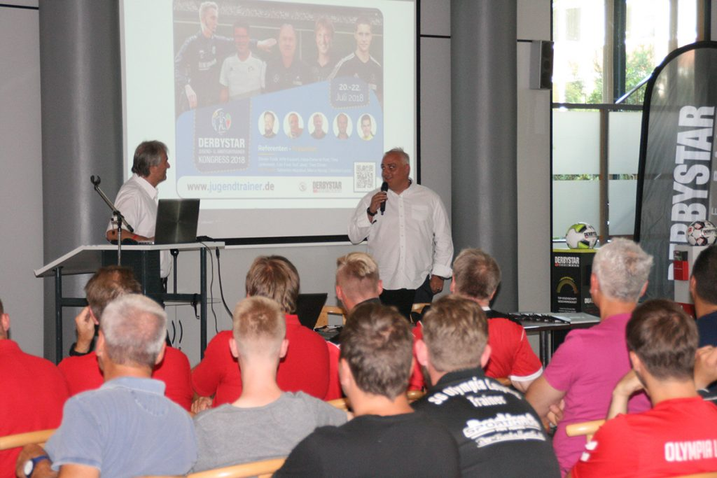 Andreas Filipovic (Derbystar) und Peter Schreiner (Kongressleitung) eröffnen den 2. Internationalen Derbystar Kongress