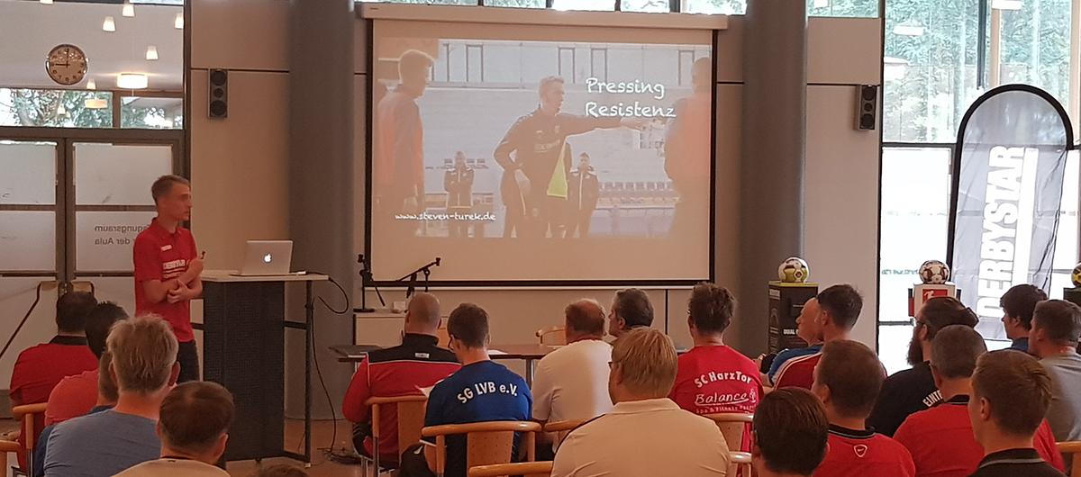 Steven Turek - Präsenter auf dem Derbystar Fußballtrainerkongress